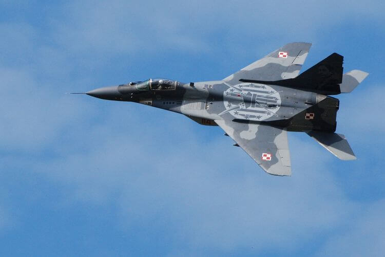 jet fighter plane