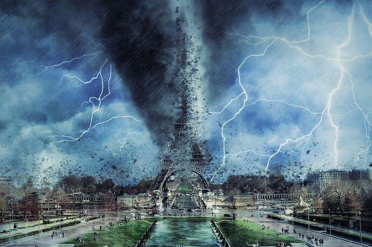 tornado and lightning in paris